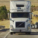 El primer camión autónomo, cargado de cerveza, hace su primera entrega en EEUU.