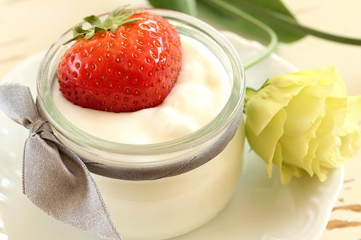 Mascrilla de yogur con fresas.