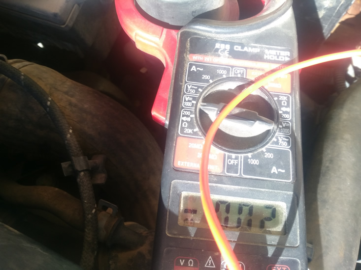 voltaje en relentí cable caudalímetro del Seat Ibiza