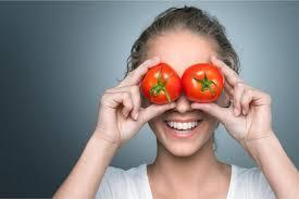 El tomate protege la vista